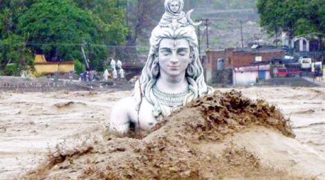Unas-15000-personas-atrapadas-por-las-inundaciones-en-Uttarakhand-centro-de-peregrinacion-de-la-India